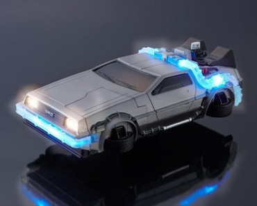 DeLorean case for iPhone 6 really looks from the 90's future